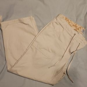 Old Navy Three Quarter Khakis ☆BUNDLE 2 FOR $12☆